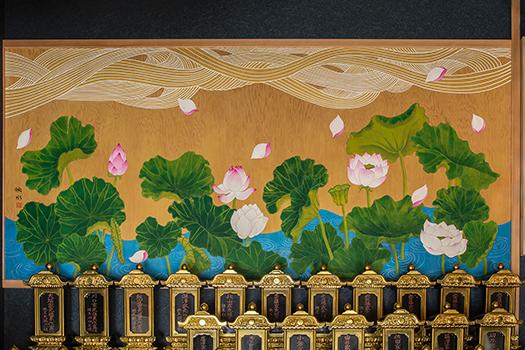 位牌堂壁画『蓮華水雲図』